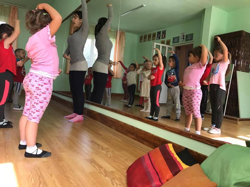 Gyermek tánc oktatás Gyergyóremetén, mint vendég oktató, vendég tanár.