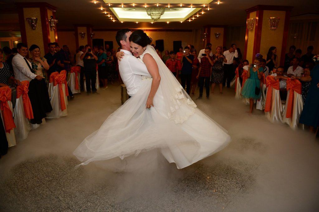Esküvői táncoktatás Debrecen, meglepetés táncok oktatása, jegyestánc oktatás